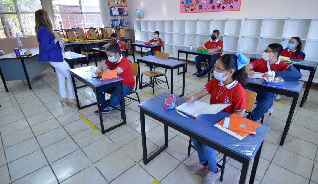 Regreso a clases 2021: ¿Qué no será obligatorio para volver a las escuelas?    Sociedad   W Radio Mexico