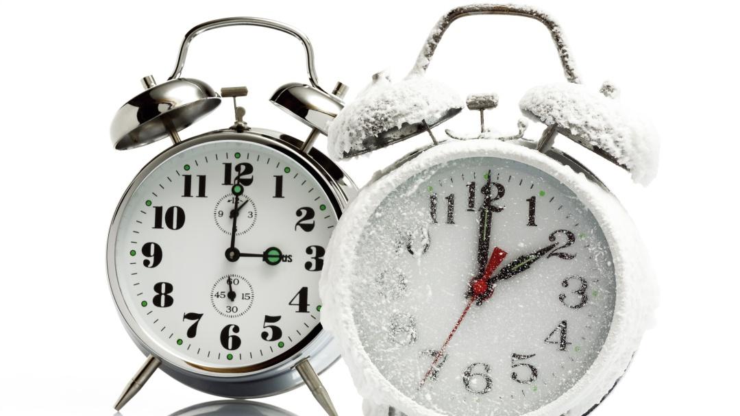 Cambio de horario de invierno 2021: Checa si se adelanta o atrasa el reloj