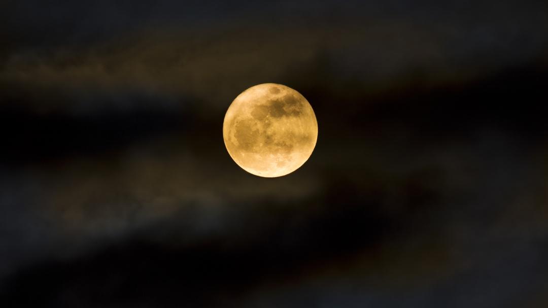 Luna nueva y lluvias de meteoros Dracónidas; checa el calendario de octubre
